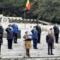 Prefectul județului Brașov, Mihai Cătălin Văsii, a participat ieri, la Monumentul Eroilor din Șprenghi, la ceremonia militară și religioasă prilejuită de sărbătorirea Zilei Armatei României