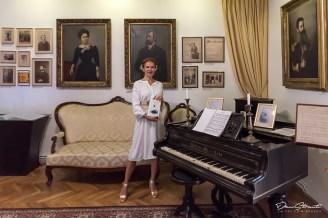"""""""Regele dimineții"""", de Alexandru Mușina. Model: Anca Timiș"""