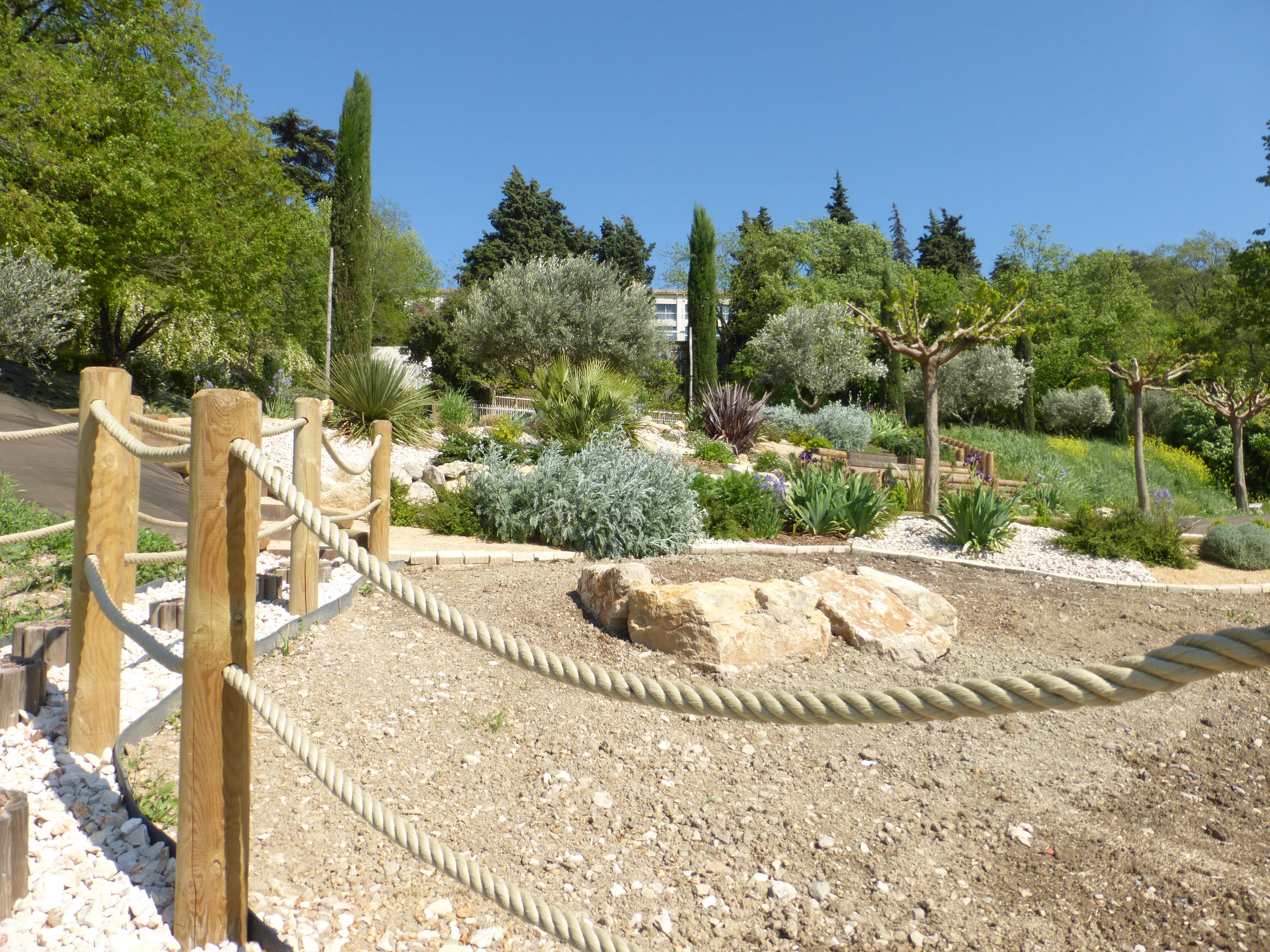 10 Mise En Place De La Main Courante En Corde De Chanvre La Passion Des Jardins Et De La Nature