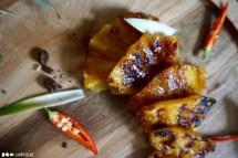 So lecker kann Ananas nur auf Akazie aussehen. Und sie schmeckt auch noch hervorragend.