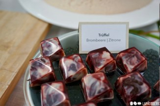 Der Saft der Amalfizitronen wurde für meine Ganache-Pralinen verwendet. Die herbe Brombeere und weiße Schokolade sorgten für den perfekten Genuss.
