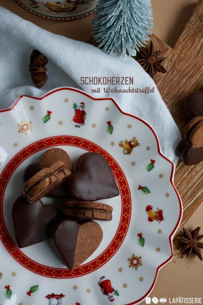 Weihnachten kann kommen: Mit Herzen gefüllt mit weihnachtlicher Trüffelcreme.