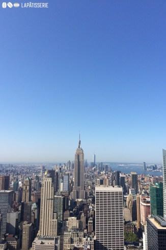 Das Empire State stickt aus der Masse an Wolkenkratzern heraus. Im Hintergrund das neue One World Trade Center.