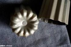 Es müssen nicht unbedingt teure Formen aus Kupfer sein. Auch die beschichtete Variante aus Weißblech ist perfekt für Cannelé.