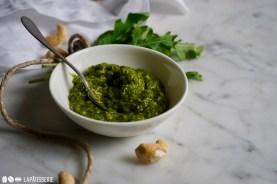 Passend zu Italien: Der Dip aus Rucola, Olivenöl und Cashewnüssen.