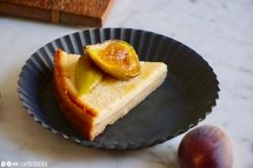 Das Stück Quarkkuchen ist nur für dich. Die karamellisierten Feigen runden das Ganze ab.
