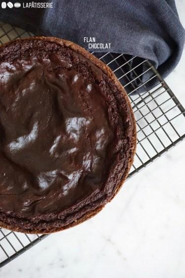 Gebackener Schokoladenpudding in knusprigen Mürbeteig. So einfach und so gut.