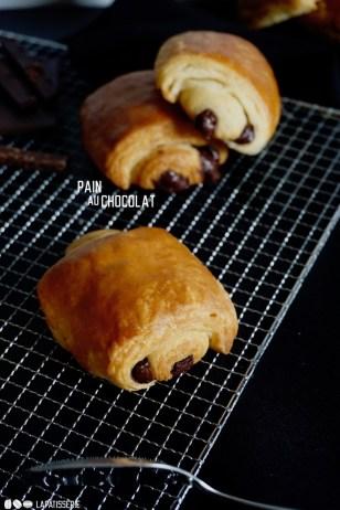 Der Klassiker gleich nach dem Croissant ist das Pain au chocolat. Für Schokoliebhaber empfohlen.