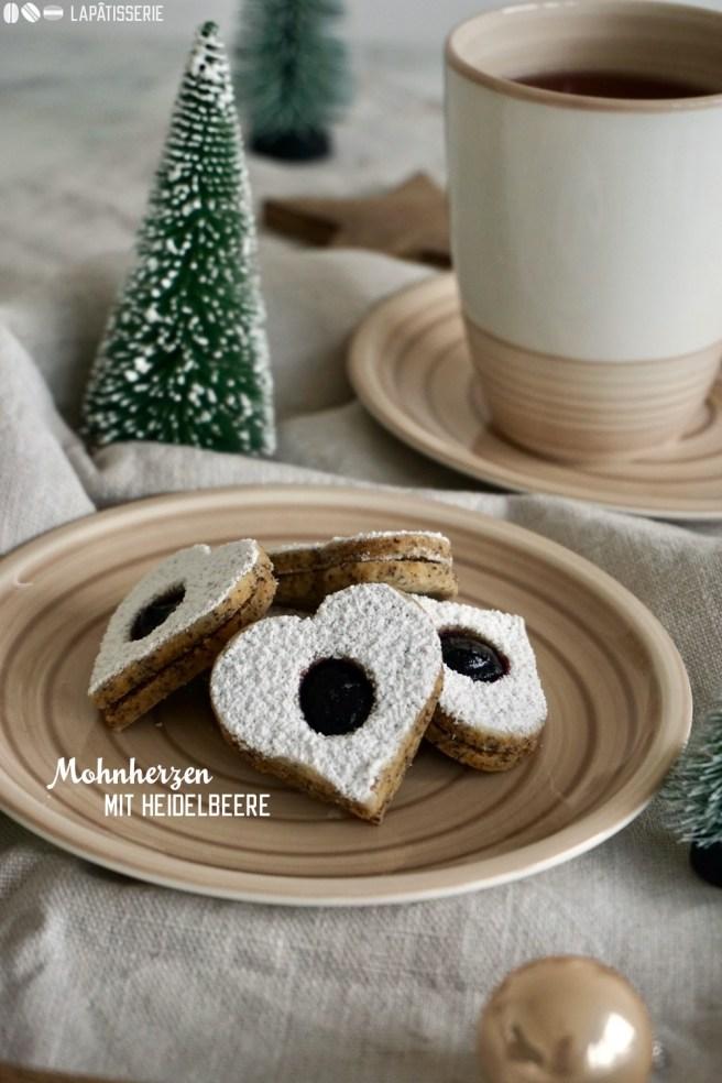 Feinste Mohnherzen gefüllt mit Heidelbeerkonfitüre - Perfekt für die Weihnachtsbäckerei