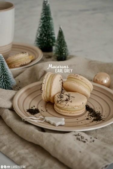 Festliche Macarons mit Earl Grey Ganache als Füllung.