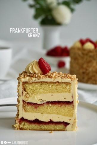 Ein deutscher Tortenklassiker: Frankfurter Kranz. In meinem Rezept mit frischen Himbeeren, französischer Buttercreme und Wiener Boden.
