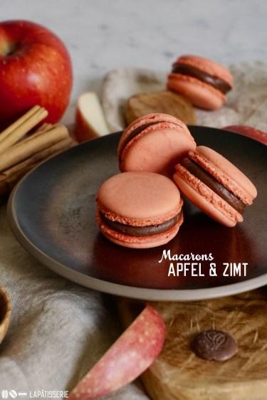 Herbstliche Macarons gefüllt mit feinem Apfelkompott und cremiger Zimtganache. Das Rezept mit Schritt-für-Schritt Bildern.