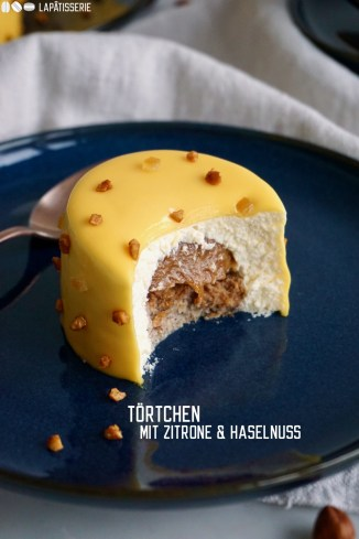 Das beste Zitronentörtchen mit luftiger Zitronenmousse und einem Kern aus Haselnusskaramell, Knusper und Biskuit
