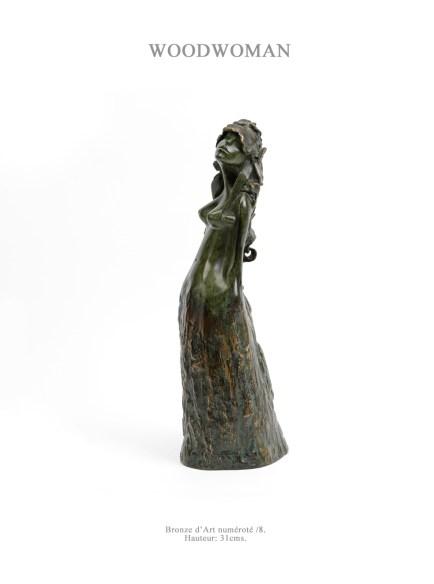 """Barbara Orosz Barbara entre dans """"les ordres de l'art"""" en 1996. Depuis, elle s'y consacre corps et âme, enchaînant expositions nationales et internationales: Toit de la Grande Arche de la Défense en 2001, Maastricht en 2002, Salon de la Bastille de 2003 à 2005, Bruxelles en 2008. Souvent récompensée pour son travail de sculpteur, notamment le premier prix de l'Assemblée Nationale en 1997 et la Médaille d'or du salon """"Femmes Peintres et Sculpteurs"""" en 1999, sa démarche est restée la même: """"Etre sculpteur, c'est avoir l'humilité, le savoir et la sagesse de l'artisan, mêlés à la folie et au rêve de l'utopiste, le tout saupoudré d'une pointe de désespoir de l'artiste face à la société."""" Depuis plus de 15 ans, elle a élu domicile dans le village. En parallèle à ses Bronzes d'Art, découvrez ses nouvelles créations de Bas Relief et de """"chinoiseries"""". N'hésitez pas à la contacter pour toute idée de commande personnelle. barbara.orosz@orange.fr www.barbaraorosz.blogspot.com rue de la Juiverie tél: 06 32 38 52 19"""