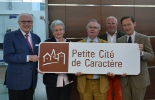 Les élus de La Perrière avec Alain LAMBERT et Jean-François DE CAFFARELLI, président de la Communauté de Communes du Pays Bellêmois