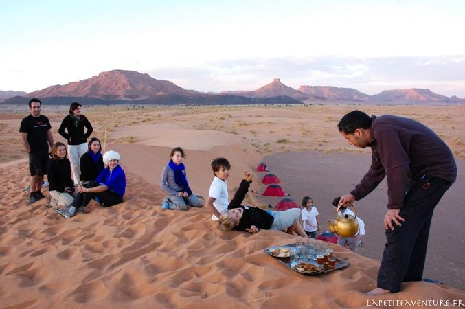 thé dans le désert du Maroc