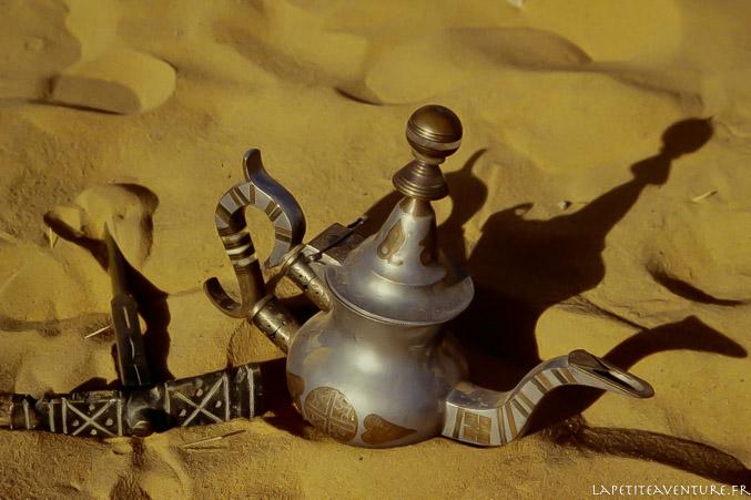 Une théière dans le désert