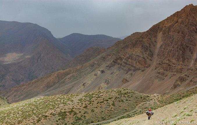 Marche vers le plateau de Tarkedit