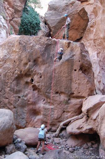 Marche dans le canyon de Joro