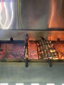 Grillades sur charbon de bois