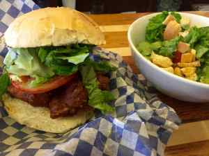 Le Burger 21 + salade