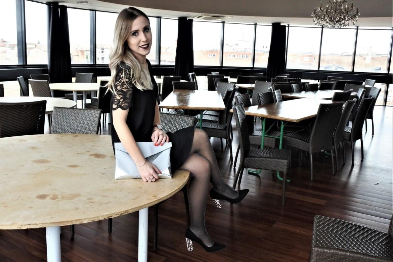 Look de fêtes robe dentelle - La Petite Frenchie