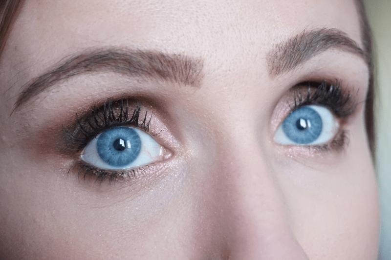 Tutoriel maquillage Noël lèvres métallisées - La Petite Frenchie