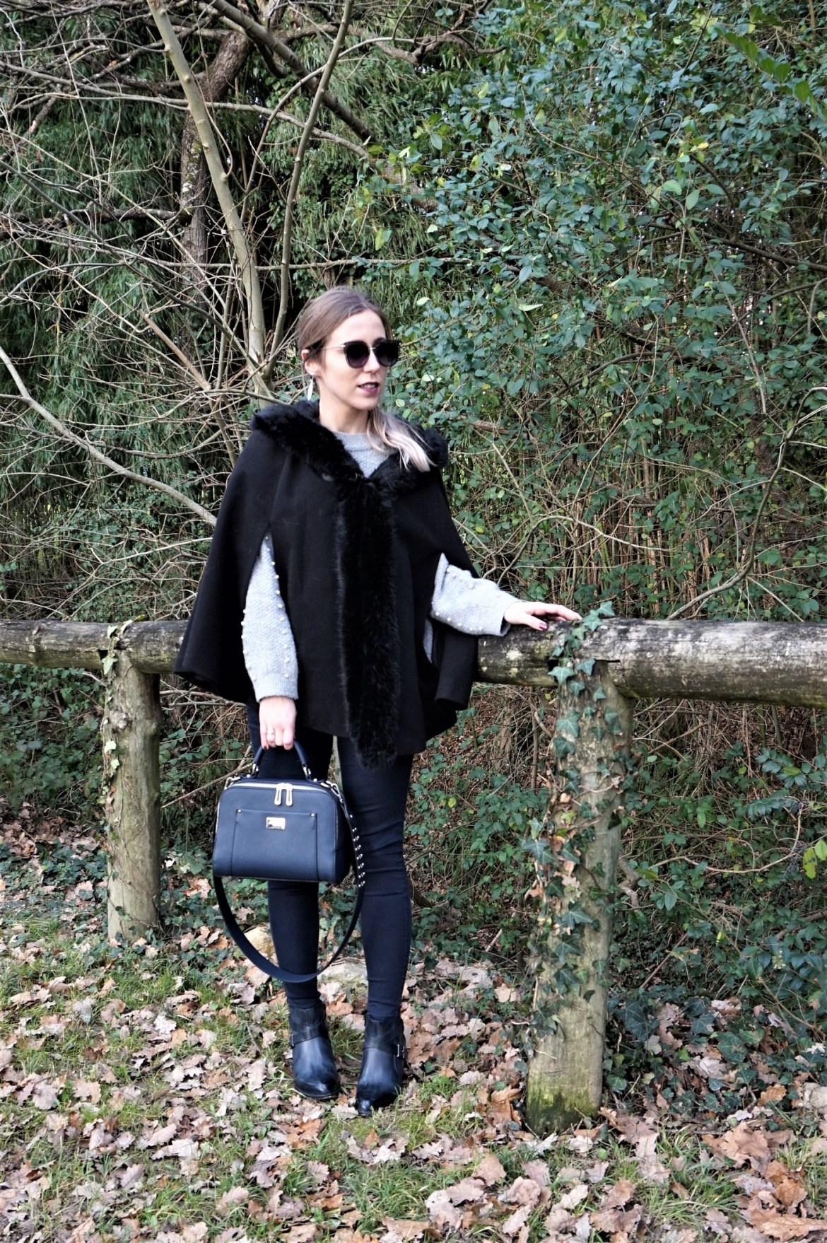Look manteau cape - La Petite Frenchie