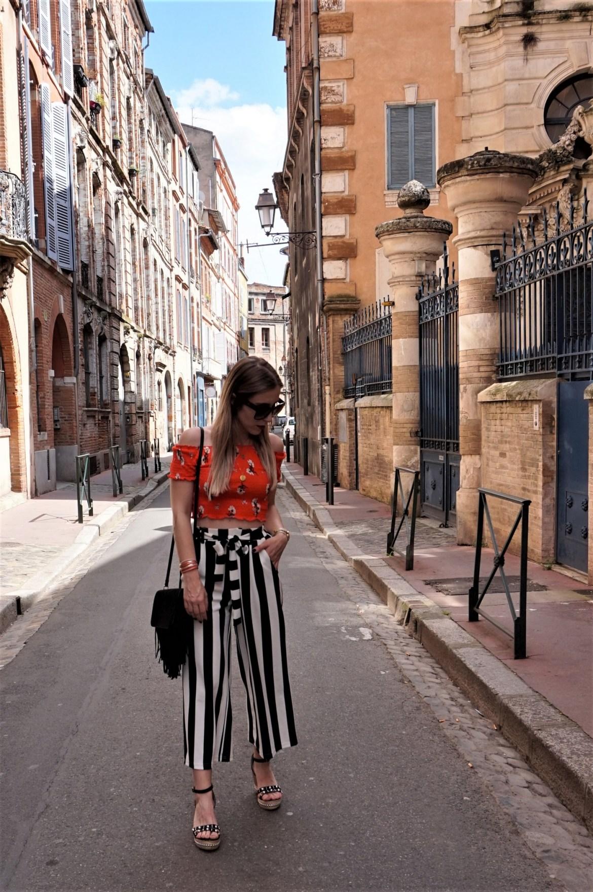 Look jupe culotte & sac à franges - La Petite Frenchie