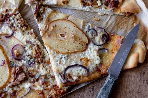 Pizza gorgonzola poire et noix