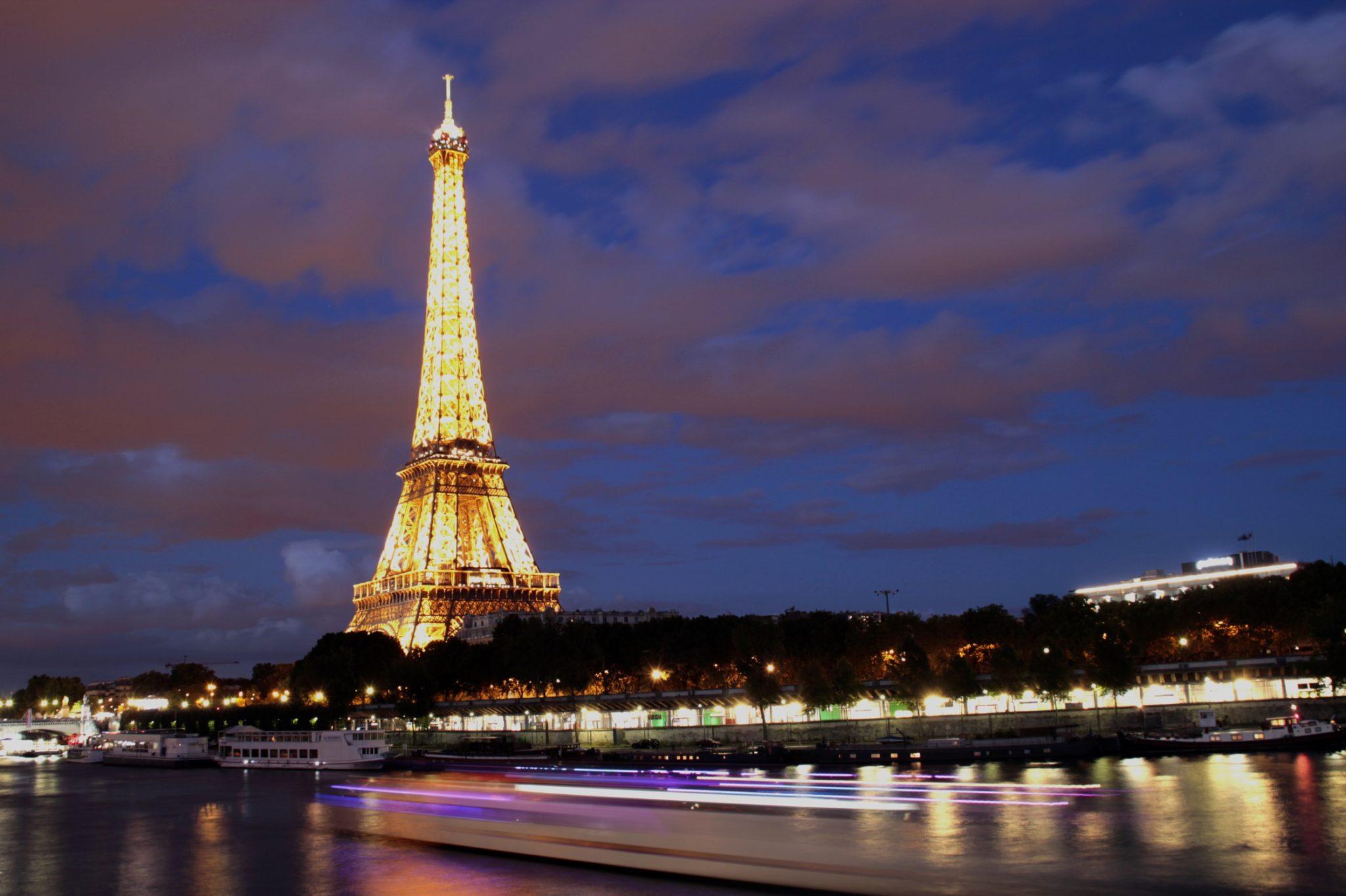 Tour Eiffel première pose longue avec une mauvaise balance des blancs