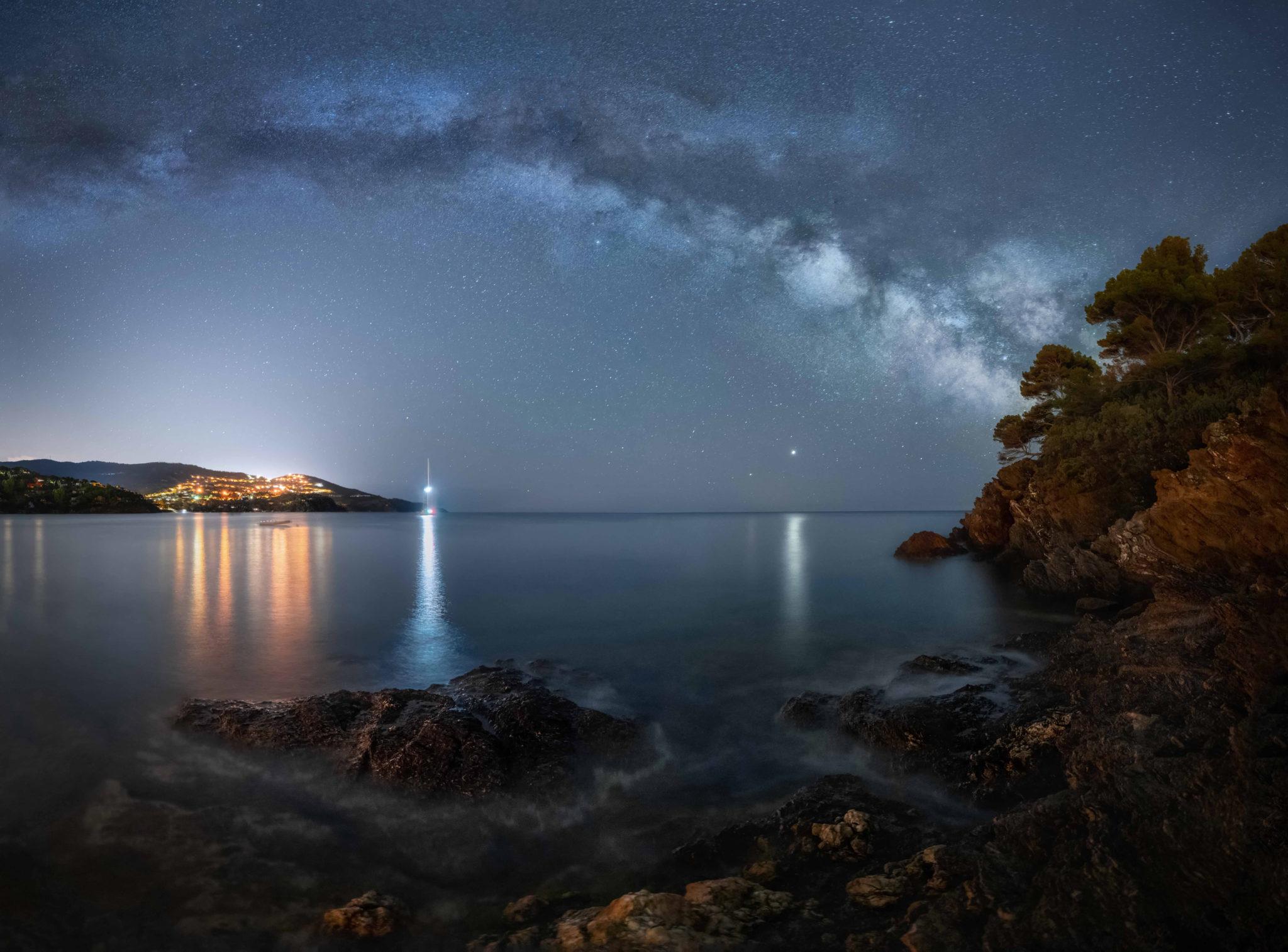 """Astrophotographie Rayol France - Image illustrant l'article """"Astrophotographie : comment photographier les étoiles ?"""" - Apprendre la photo avec le blog La Photo clic par clic"""