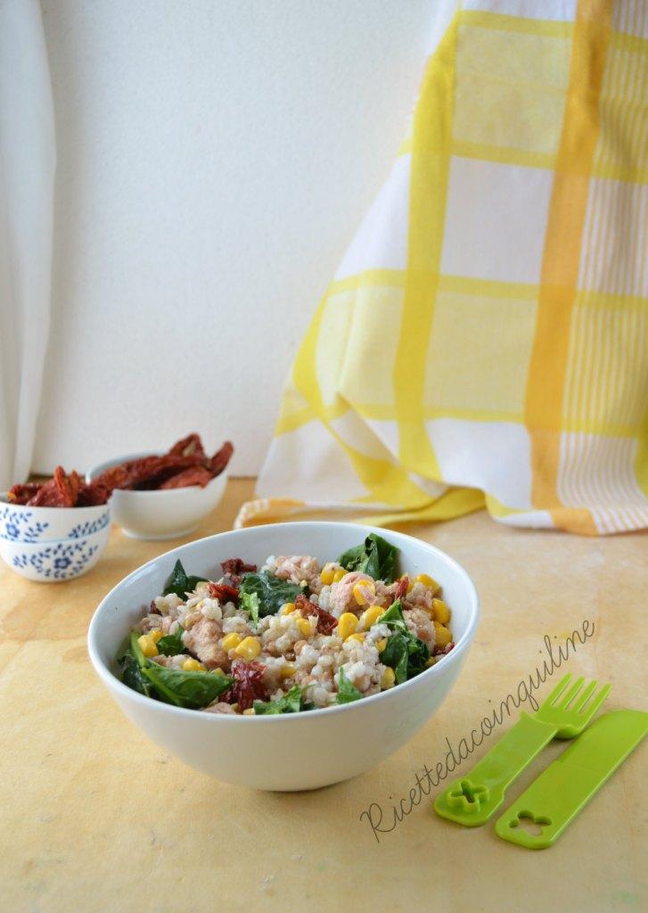 I menù fuori casa: insalata di cereali e pomodori secchi