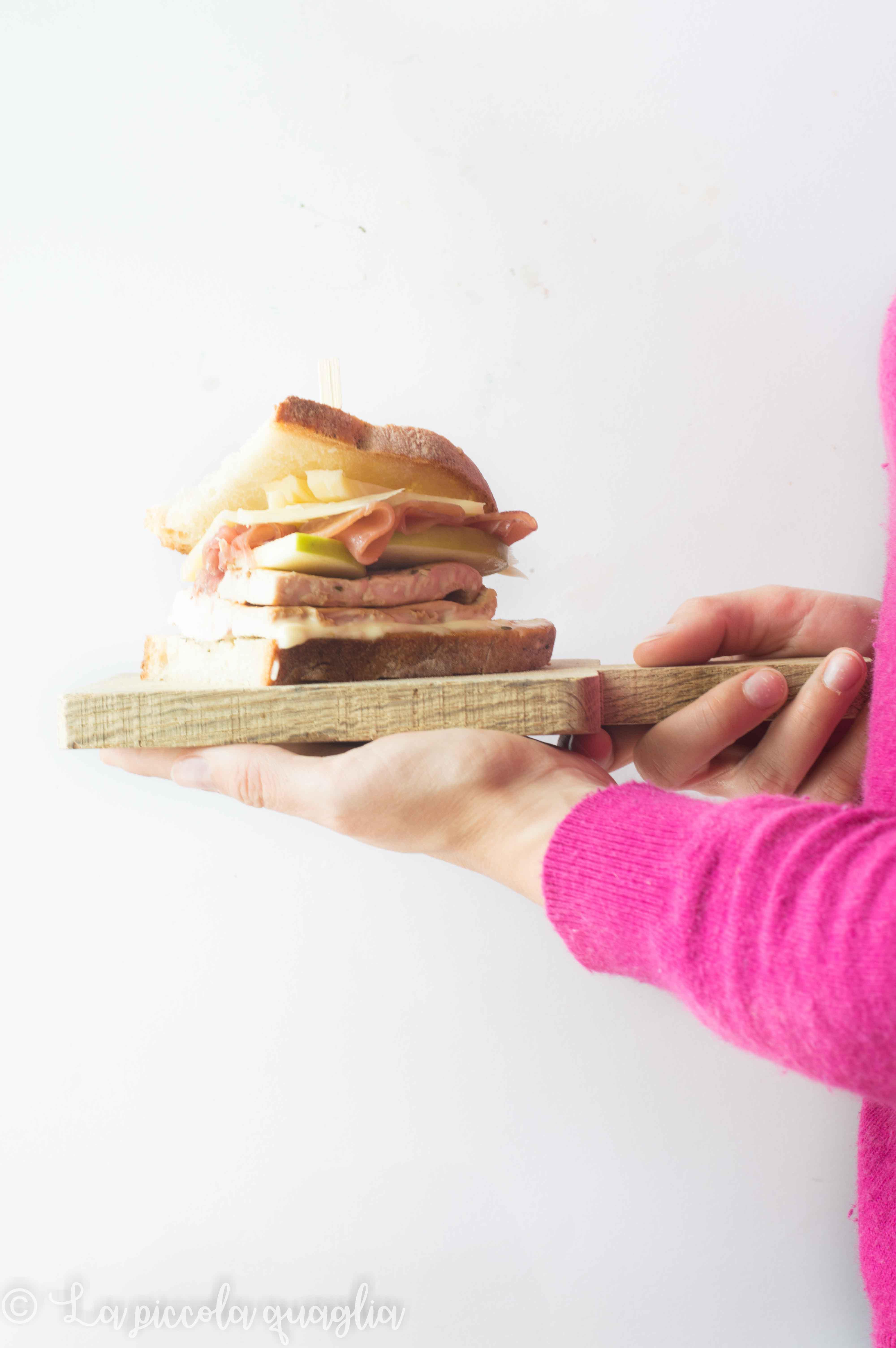 I menù fuori casa: panino con pollo grigliato e mela verde croccante