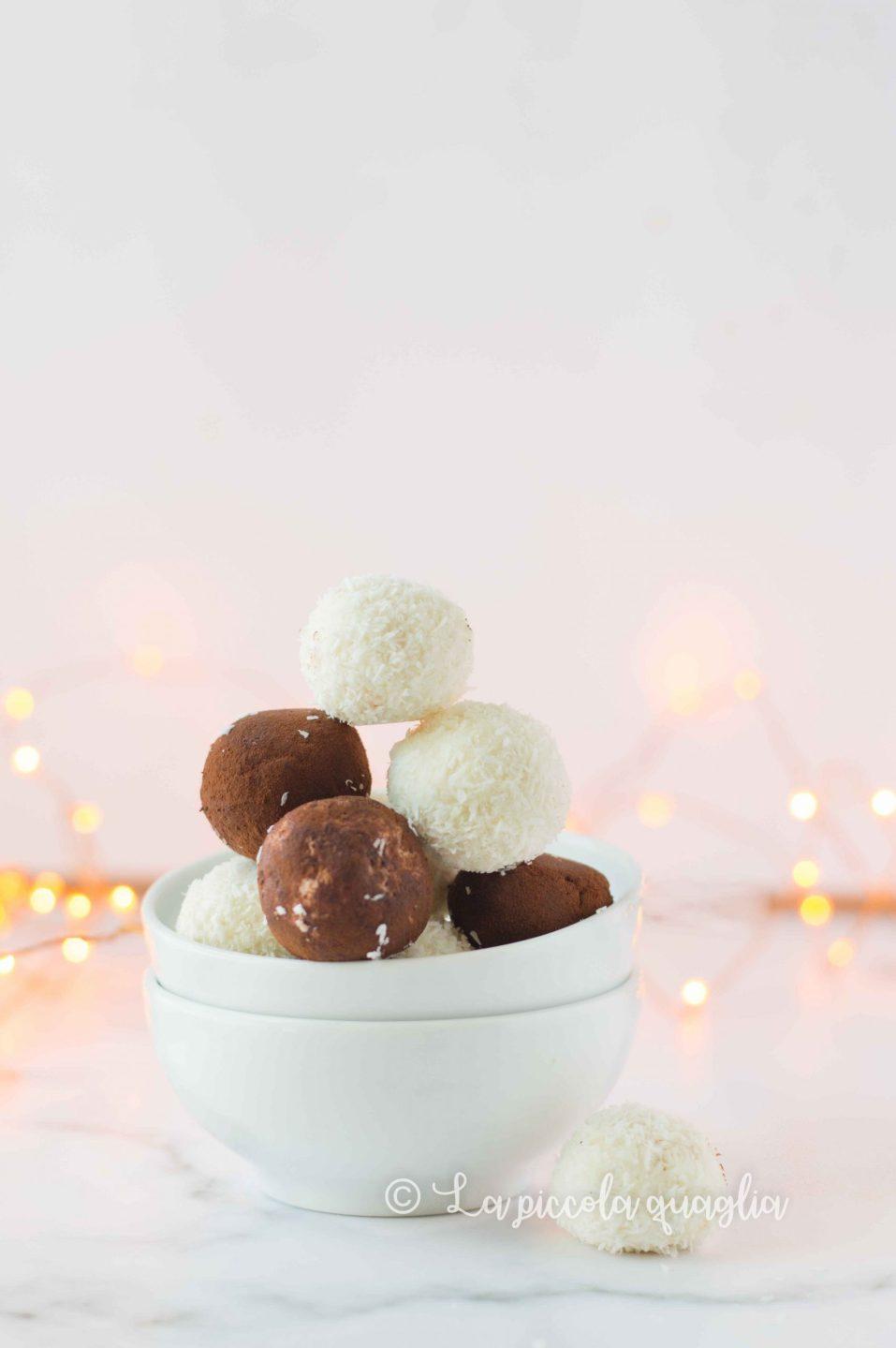 tartufini al cioccolato in una ciotola