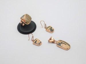 Juego de Arete, Anillo y Dije, de cobre montados en Cerámica Mata Ortíz, pídalo con la clave SetCMOC/007