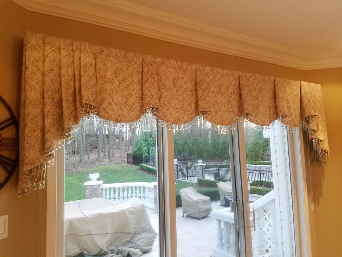 Decorative Monticello valance