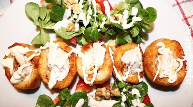 Plato central de patata rellena con pollo a la salsa Ajonesa