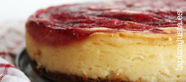 tarta de queso con sirope de frambruesa natural