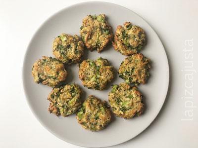 plato de nuggets de brócoli