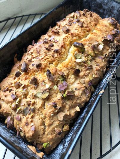 pan horneado en el molde