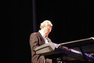 Pour accompagner Michel Jeffrault, un musicien qui a aussi été le faire-valoir de l'artiste.