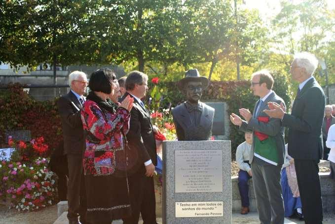 Dominique Humbert, conseillère départementale, et Miguel Baptista, maire de Miranda Di Corvo (à g.) et Simon Leclerc, maire néocatrien et Jacques Drapier, maire honoraire (à dr.)