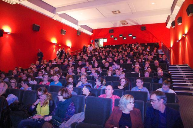 La salle de l'Alhambra était bien fourni pour le spectacle humoristique de Julien Strelzyk.
