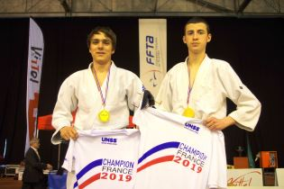 Podium judo adapté (médaille d'or).