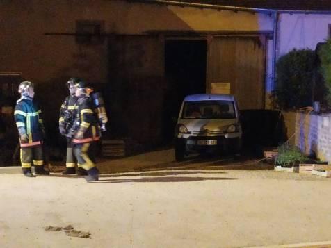 Incendie d'une grange chez le maire de la commune.