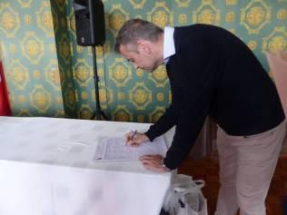 Le maire, Franck Perry, a signé la pétition concernant la suppression du poste de principal adjoint.