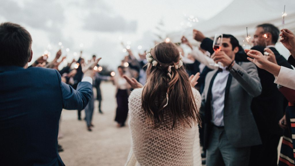 Línea de aplausos para entrada de bodas