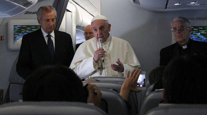 papa Francisco sorprende a novios 5