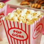 De bonnes alternatives au popcorn, devant un bon film